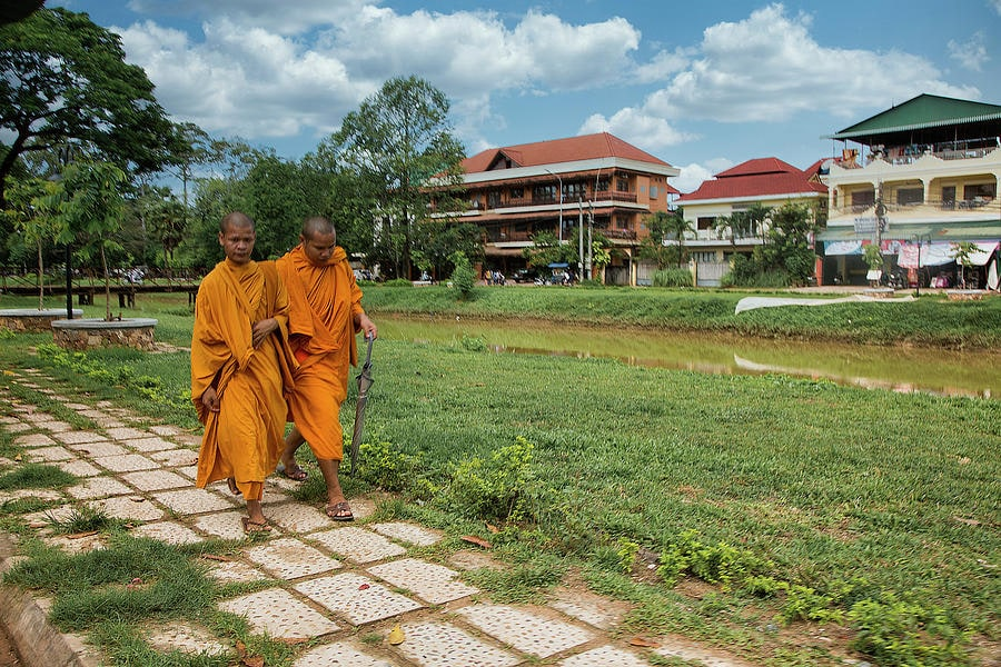 siem-reap-cambodia-2-monks