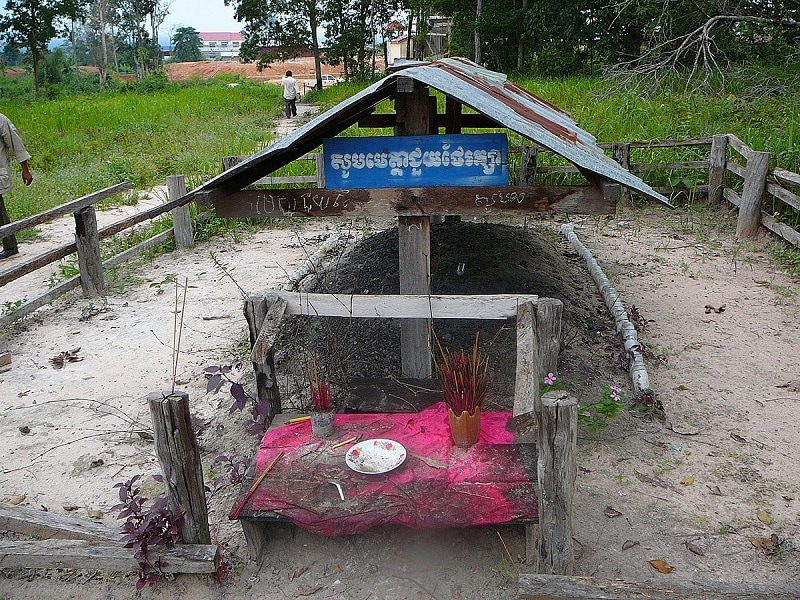 resting place of pol pot in along veng